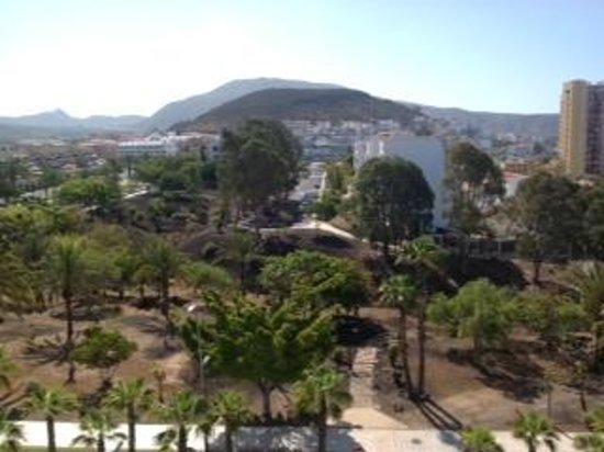 Hotel-Apartamentos Andorra : Park view across the street