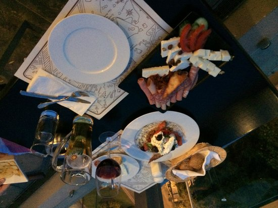 The Athens Gate Hotel: Greek salad and meat & cheese