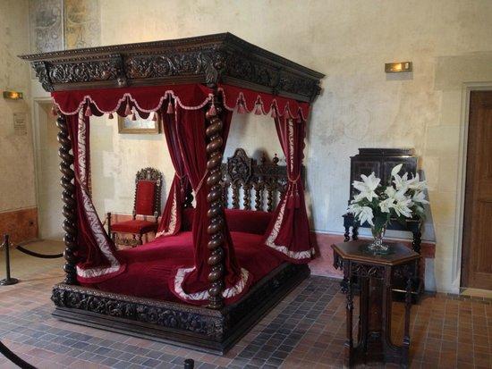 Le Chateau du Clos Luce - Parc Leonardo da Vinci: Bed