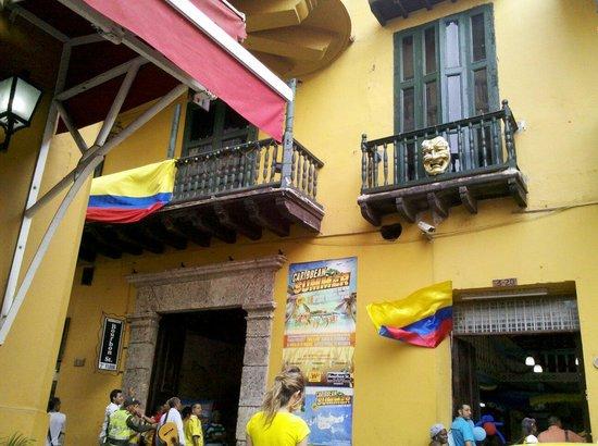 Plaza Santo Domingo : Arredores da praça