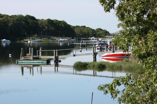 Green Harbor Waterfront Lodging: View down the inlet from the boat launch