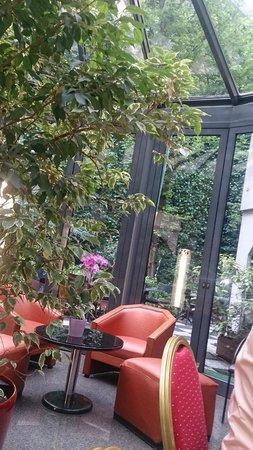 Opera Cadet Hotel : O Jardim é uma graça