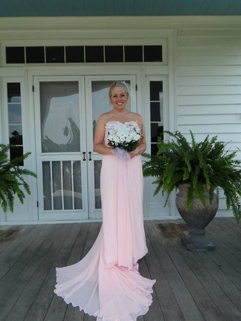 Benjamin W. Best Country Inn and Carriage House: Beautiful bride.