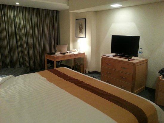 Radisson Paraiso Hotel Mexico City: Habitacion  con escritorio comodo