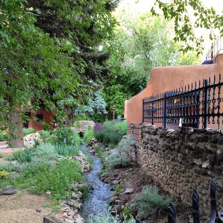 Adobe and Pines Inn B&B: Sounds of water add to the relaxation