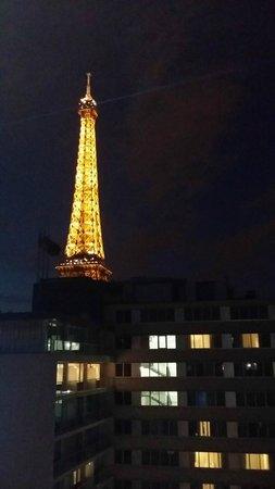 Mercure Paris Centre Tour Eiffel: Vista de la Torre desde la habitación