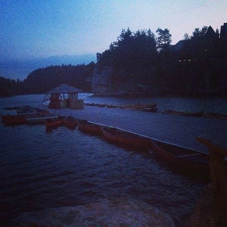 Mohonk Mountain House: boating dock at dusk