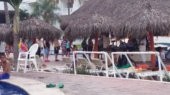 Marival Resort & Suites: 10 minutos de espera para una bebida