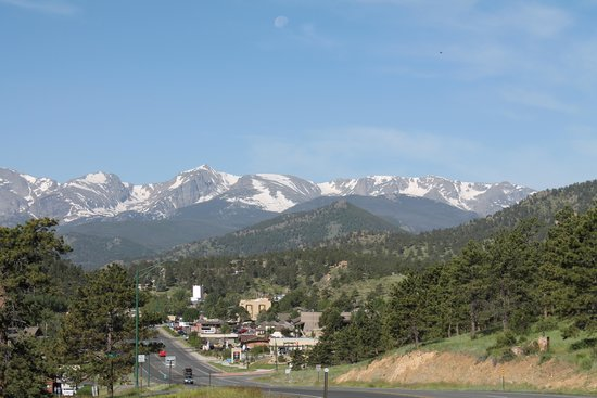 BEST WESTERN PLUS Silver Saddle Inn: Looking to downtown Estes Park