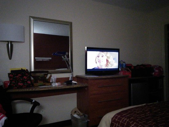Red Roof Inn Bowling Green: room with tv