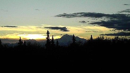 Talkeetna Chalet: Mt Denali (Mt McKinley). Full mtn view