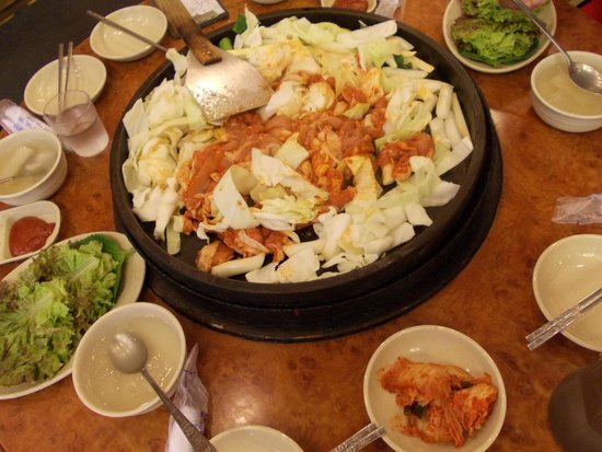 Chuncheon Myeongdong Dakgalbi Street: Place all the ingredients - cabbage, sweet potato and chicken pieces in the hot plate.