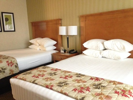 Drury Inn & Suites Orlando: Beds