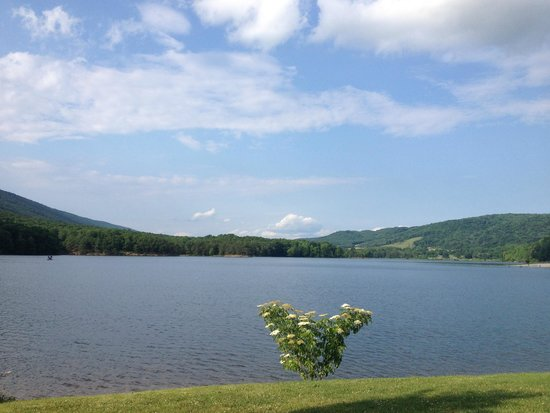 Rocky Gap Casino Resort: Lake view