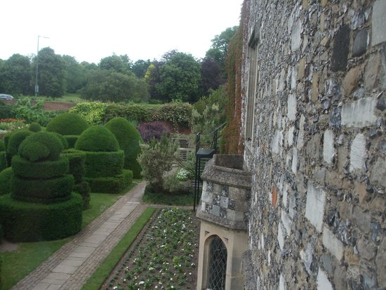 Hall Place and Gardens: beautiful view