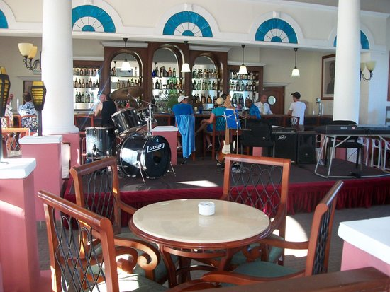 Memories Paraiso Beach Resort: lobby bar