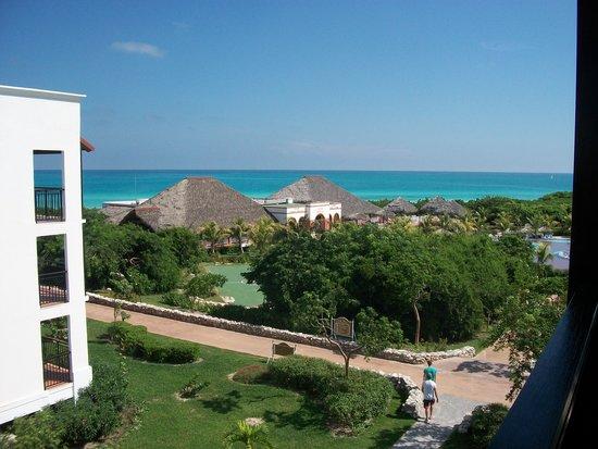 Memories Paraiso Beach Resort: view from balcony