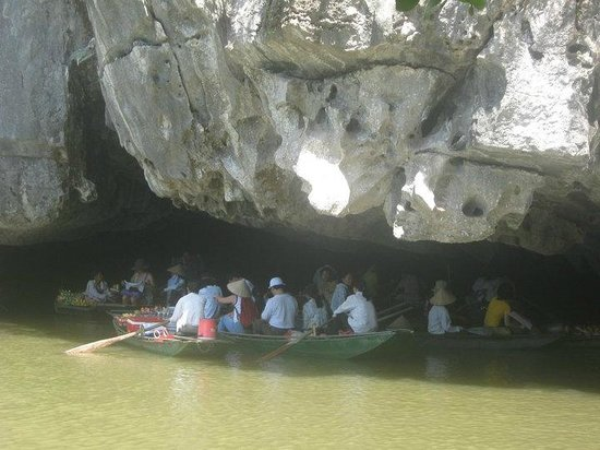 Hoa Lu - Tam Coc Day Tour: Small Floating Market