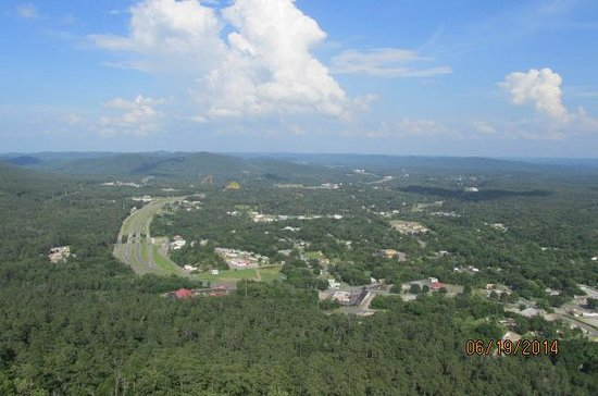 Hot Springs Mountain: valley towards waterpark