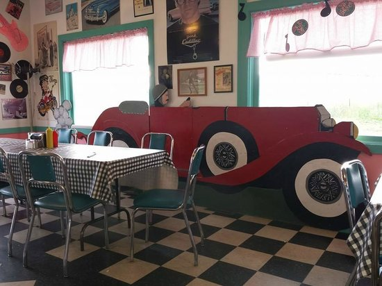 Pink Cadillac Diner: Cool decoration in the restraurant