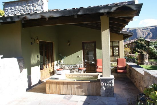 Sol y Luna - Relais & Chateaux: Rear patio and hot tub.