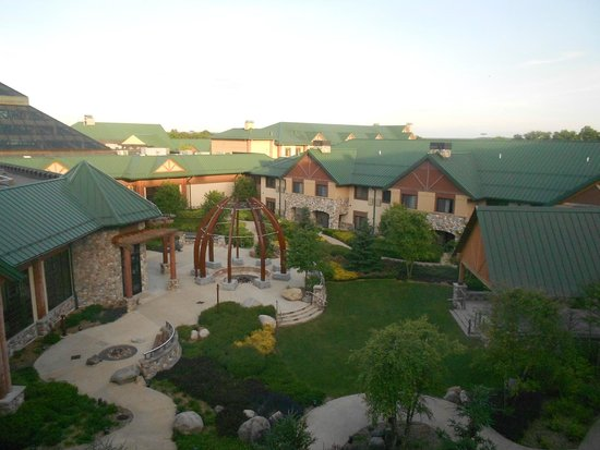 Little River Casino Resort : Looking out to courtyard