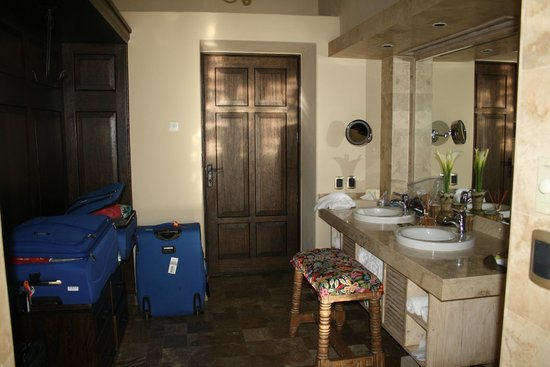 Sol y Luna - Relais & Chateaux: This is just the sink and closet area, this door leads to the entrance, another leads to the bed