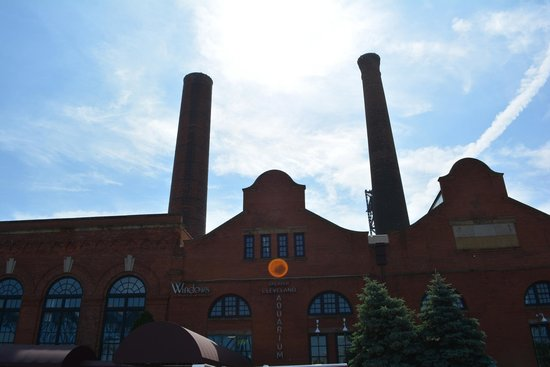 Greater Cleveland Aquarium: Outside building