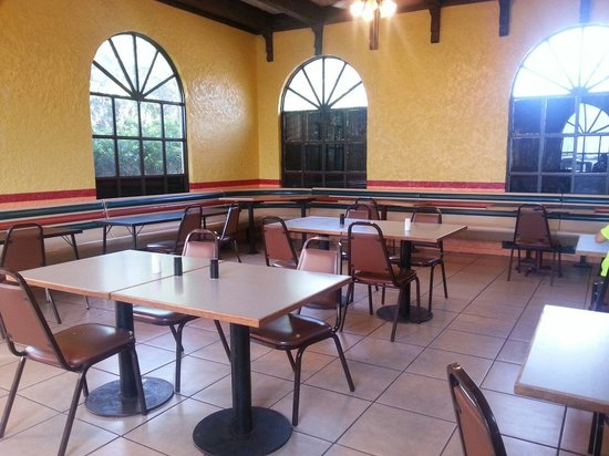 Armando's Mexican Food: Large dining area