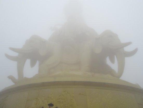 Mount Emei (Emeishan) : The foggy weather
