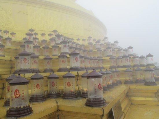 Mount Emei (Emeishan) : The lamps in the fog