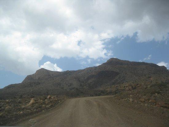 Wadi Ghul - Oman's Grand Canyon: Heading up to Jebel Shams