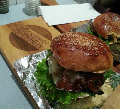 Le Gourmet Burger: looks and taste amazing