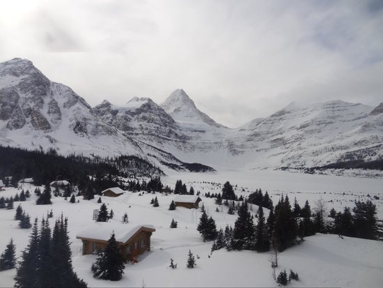 Assiniboine Lodge: The view in from the helicopter