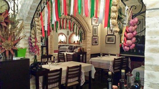 Excelente Restaurante Cantina Brunelli