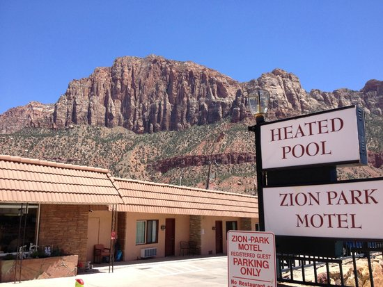 Zion Park Motel: general view of the parking load