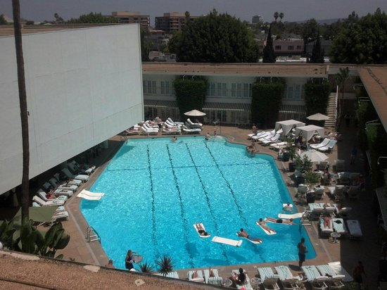 The Beverly Hilton : Awesome pool area and movie wall from our balcony...