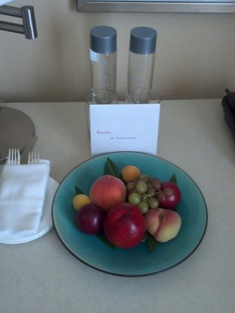 The Beverly Hilton : Thoughtful staff always adds a nice touch to special occasions...