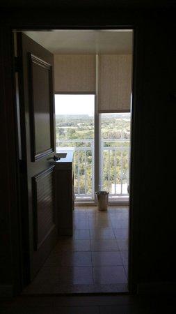 Hyatt Regency Coconut Point Resort & Spa: Bathroom off living room with balcony