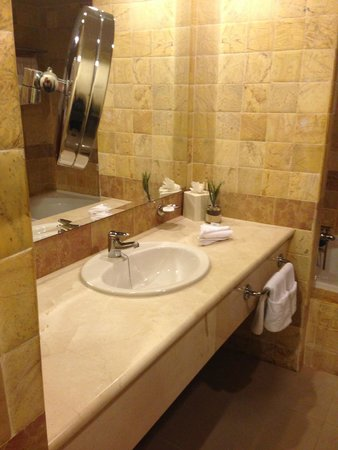Luxury Bahia Principe Ambar Blue Don Pablo Collection : Bathroom