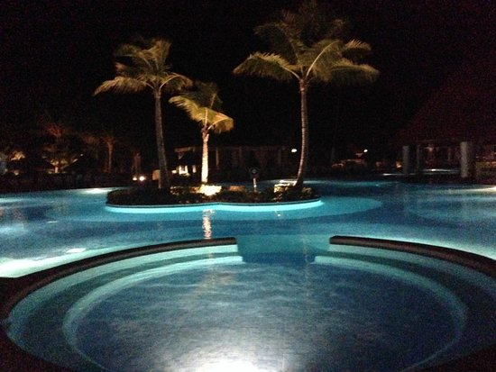 Luxury Bahia Principe Ambar Blue Don Pablo Collection : Pool By Night
