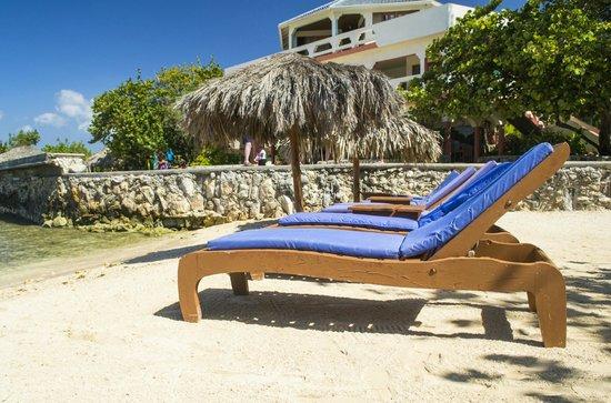 Coral Cove Resort: beach
