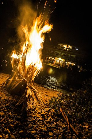 Coral Cove Resort: bonfire night of the wedding