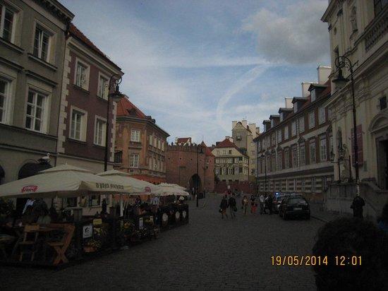The Royal Castle in Warsaw - Museum : ao fundo parte do palacio