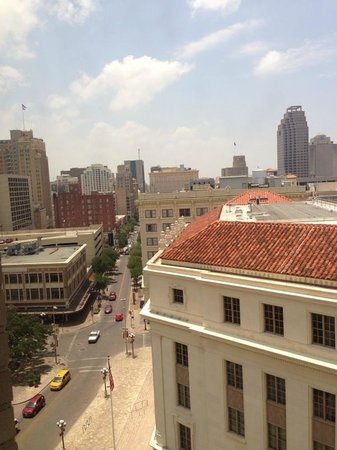 The Emily Morgan Hotel - a DoubleTree by Hilton: The view from room 1011
