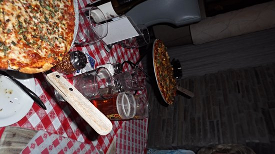 Brugos Pizza Co.: Awesome pizza