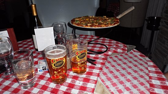 Brugos Pizza Co.: cutting board plates