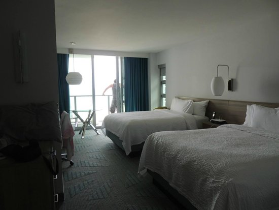 Courtyard Cadillac Miami Beach/Oceanfront: room