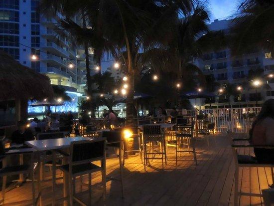 Courtyard Cadillac Miami Beach/Oceanfront: Carrabbas