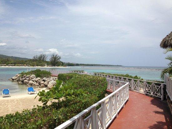 Grand Bahia Principe Jamaica: Beach View - Looking out from Beach Bar/Lunch area